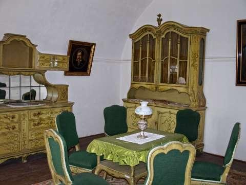 Starožitný nábytok